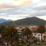 Otavalo vom Dach des Rathauses fotografiert.