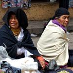 Indigene Frauen auf dem Copacabana Markt.