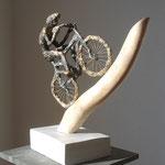 Immer nur nach vorne, Mixed Media sculptur, Papiermache, bemalt, Enamel bronze, holz - verkauft / sold
