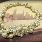 [Musical neckless ] 2013  material: , swarovski grass, brass, resin Pearl