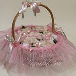 """Беби-букет из детской одежды  в плетёной корзиночке """"Розовая нежность"""""""