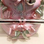 """Торт из памперсов """" Розовые сны """" (Коллекция """"Изящные подарки"""" ) VIP  подарок новорожденной девочке.  Посеребрённый футляр для хранения св-ва о рождении."""