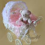 """Беби-букет из детской одежды в плетёной колясочке """"Медвежата"""""""