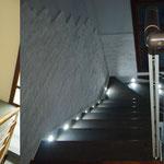 01 - Demolizione di scala in muratura, riconfinamento del foro su solaio ed inserimento della scala d'arredo (Molinella, BO)
