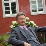 Raimund Gerling, Autor, Organisator, Pressewart und Darsteller seit 2013. Er eröffnete seine Spielkarriere als aufklärender Holzwurm. Es folgte ein Gastspiel als Adam (mit seiner Eva), ausfallender Anwalt und zum Schluss überzeugte er als alter Gauner.