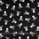 Schwarz mit Totenköpfen