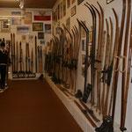 riesige Skiausstellung, jedes Exponat hat seine Geschichte; Foto: Meinert