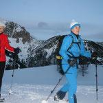 Schneeschuhwandern in der Abwenddämmerung vor dem Ochsenkopf; Foto: Meinert