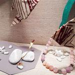 große Vitrine Mitte, rosa Beryll, Smaragd