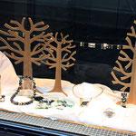 schaufenster hauptstrasse mit opalen