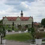 Blick auf Schloss Weikersheim aus dem Schlosspark