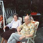 Steffi und Josef Kaderka in ihrem Garten auf der Schmelz