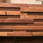 WAW(ウォルナット材)の前板です。美しい木目が不規則に並びます。