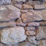 Nettoyage d'un mur de pierre intérieur
