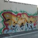Enlèvement de graffitis sur mur en crépis - Avant