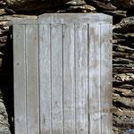 Décapage de peinture sur volet en bois - Avant