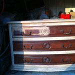 Décapage du vernis sur bois précieux - pendant