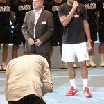 Jo Wilfried Tsonga hält kurze Dankesrede bei der Siegerehrung