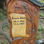 Grabstein aus Zirbenholz