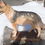 Schäferhund aus Lindenholz, coloriert