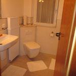 Eingang ins frisch renovierte Bad.