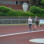 Die Tausendmeter-Läufer auf der letzten Runde.