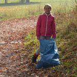 Der neue Herbstlook: Blaue Müllsäcke.