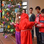 """Das Theaterstück """"Die vier Weihnachtskerzen""""."""