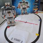 Im Physiksaal werden elektronische Spielzeuge vorgestellt.