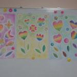 グループワークです。虹色のお花たち。