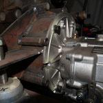 angefertigter Getriebeflanschmit Motorböcken