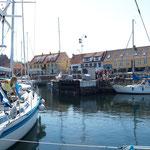 Bornholm Allinge im Außenhafen sehr eng und laut