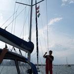 Einfahrt im Heimathafen unter drei Gastlandsflaggen nach 350 Seemeilen