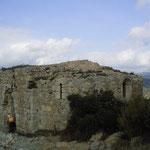 Reste der Burgkapelle Aguilar von außen