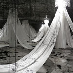 "Finissage de l'exposition ""Labyrinth of Memory"" de Chiharu Shiota"