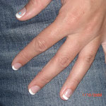 Auch kurze Nägel sehen nach der Gelmodellage edler & gepflegter aus.