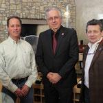 ヴィーニャ・ロブレス 左からケビン・ウィレンボーグ(ワインメーカー)、ハンス・ミッチェル(オーナー)、マーク・ラドリエ—ル(セールスマネージャー)