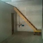 Vorraum. Hier wird eine neue, großzügige Treppe entstehen