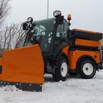 Der Multihog lässt sich sehr gut im Winterdienst fahren. Hier mit Kugelmann Ausrüstung