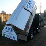 Der Müllaufbau von Martin Maschinenvertrieb GmbH passt auf die Modelle von Goupil ist aber auch lieferbar für Mega E-Worker Fahrzeuge.