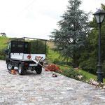 Zum Transport der Gartengeräte wird der Goupil G4 gerne eingesetzt