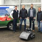 Die Übergabe des ersten Swardman Spindelmähers durch Michael Suchanka bei Martin Maschinenvertrieb GmbH in Bremen.
