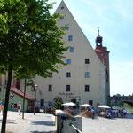 Regensburg: Historische Wurstkuchl mit Salzstadel