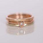 Eheringe 14 kt Rotgold drei einzelne mit Diamanten Foto Stella Schlatte