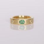 Eheringe 14 kt Gelbgold diamantiert mit Smaragd Fotos Stella Schlatte