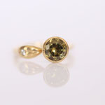 Ring Gelbgold mit grünen Granat Demantoid mit Farbwechsel