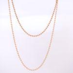 Zarte Goldketten in verschiedenen Längen sehen zauberhaft aus.