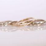 Ringe 14 kt Weissgold und Rotgold ineinander verschlungen Foto Stella Schlatte