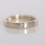 Ehering 14 kt Weissgold mit Diamanten in eingeriebener Fassungsart Foto Stella Schlatte