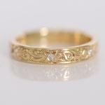Eheringe 14 kt Gelbgold graviert mit Muster und Diamanten Foto Stella Schlatte